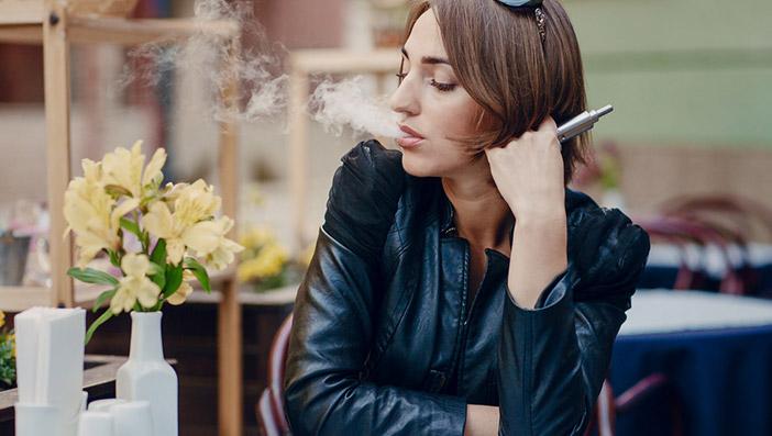 本物の電子タバコなら禁煙席でも喫煙可能