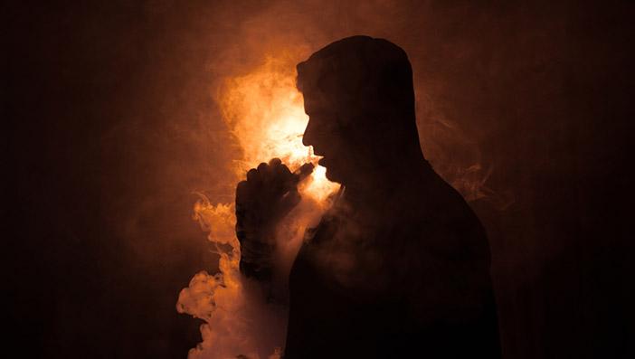 日本で販売されている電子タバコは加熱式タバコ