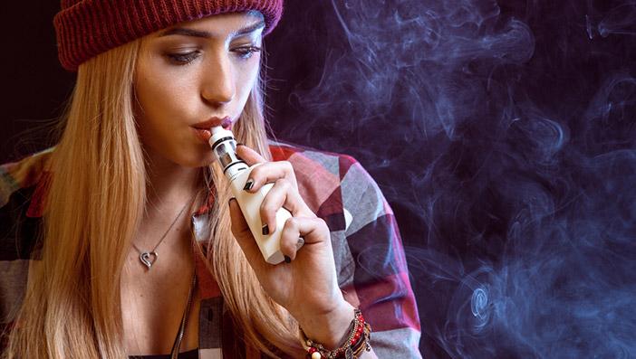 未青年が電子タバコを吸った場合は販売者や親の責任が問われるようになる