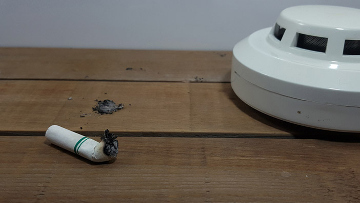 電子タバコの煙は火災報知器に反応する?