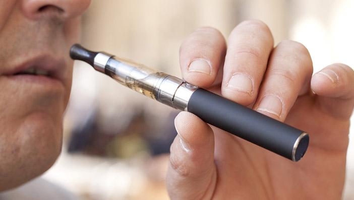 電子タバコを利用していると声が枯れるのはなぜ?声を枯らさないための対処法